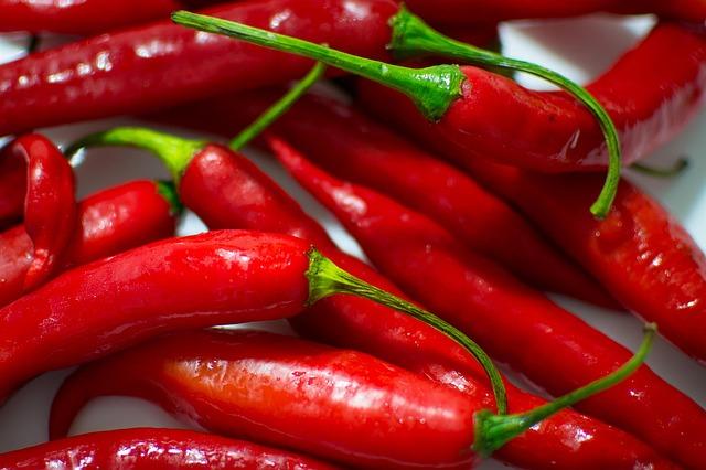 العناصر الغذائية في الفليفلة الحمراء اليابسة, السعرات الحرارية - الكربوهيدرات - العناصر الغذائية في الفليفلة الحمراء اليابسة