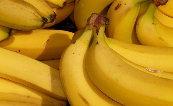 العناصر الغذائية في الموز, فوائد الموز, السعرات الحرارية - الكربوهيدرات - العناصر الغذائية في الموز
