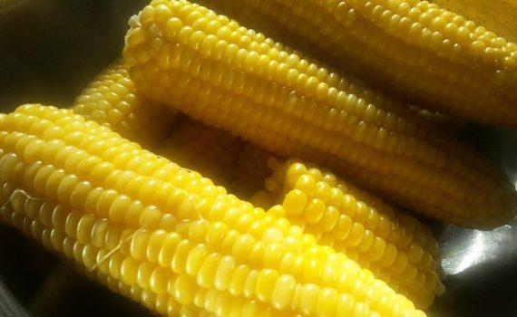 العناصر الغذائية في الذرة المطهوة, السعرات الحرارية - الكربوهيدرات - العناصر الغذائية في الذرة المطهوة