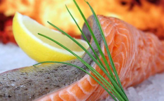 العناصر الغذائية في سمك السلمون البري, السعرات الحرارية - الكربوهيدرات - العناصر الغذائية في سمك السلمون البري