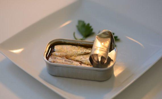 سمك السردين المعلب في الزيت, السعرات الحرارية - الكربوهيدرات - العناصر الغذائية في سمك السردين المعلب في الزيت
