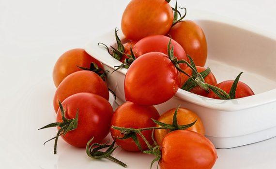 العناصر الغذائية في الطماطم, السعرات الحرارية - الكربوهيدرات - العناصر الغذائية في الطماطم