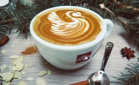 طريقة عمل القهوة باللوز