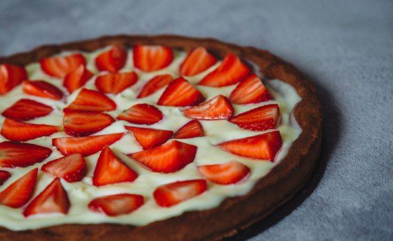 طريقة عمل كعكة المهلبية والفراولة