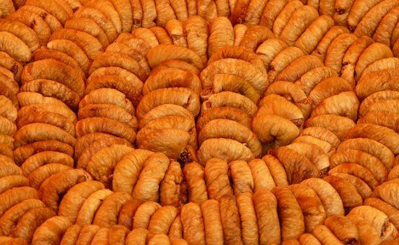 العناصر الغذائية في التين المجفف, السعرات الحرارية - الكربوهيدرات - العناصر الغذائية في التين المجفف